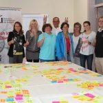 """Workshop-Teilnehmer/innen nach dem erfolgreichen """"Element Mining"""" bzw. """"Visual Clustering"""""""